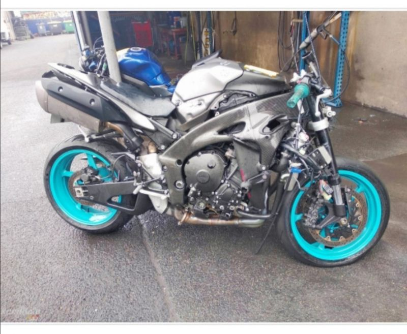 Yamaha - YZF-R1